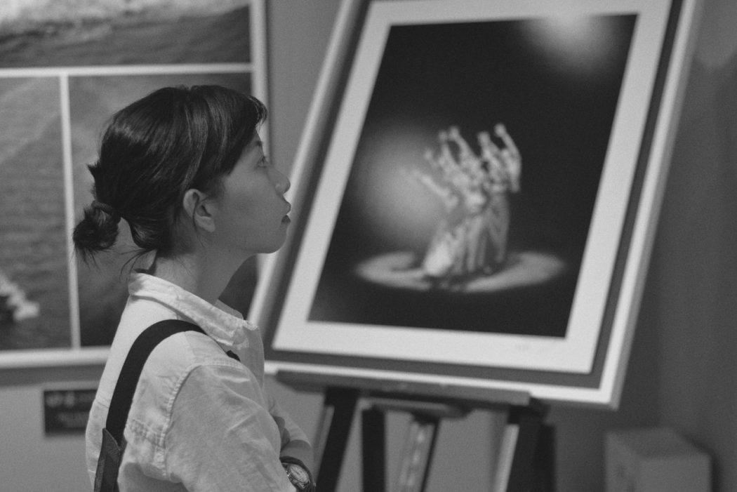 lady in art gallery